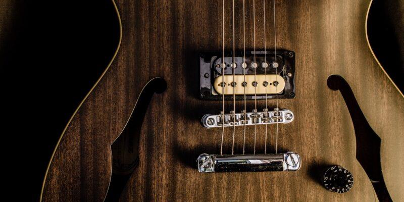 Guitar for øvede